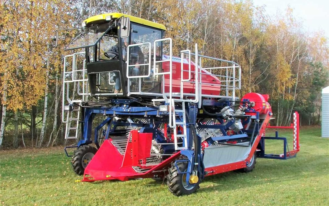 Self-Propelled Berry Harvester OSKAR 4WD